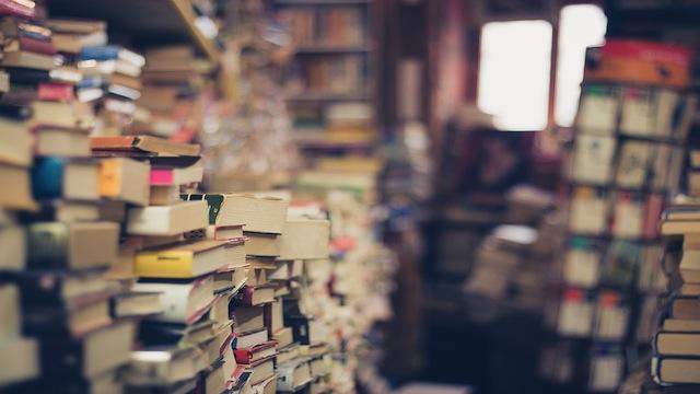 Generi, Categorie e Libri in fila. Ma le storie amano il disordine